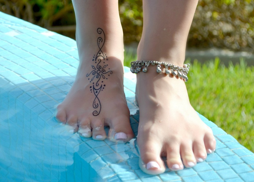 Temporary Tattoos Mehndi for Adventurous Women