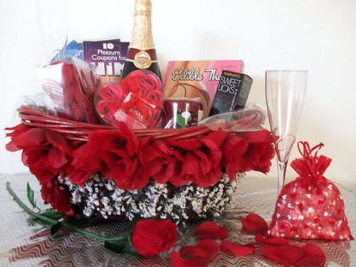 New-Romantic-Valentines-Day-Gift-Basket-Ideas-2014-4