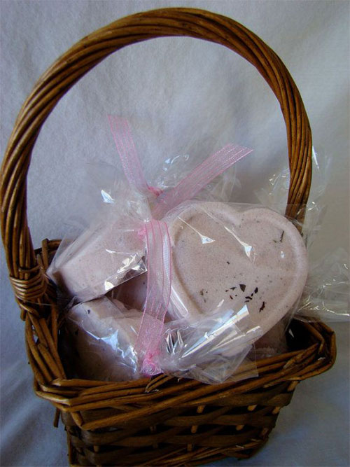 10-Perfect-Mothers-Day-Present-Basket-Ideas-2014-8
