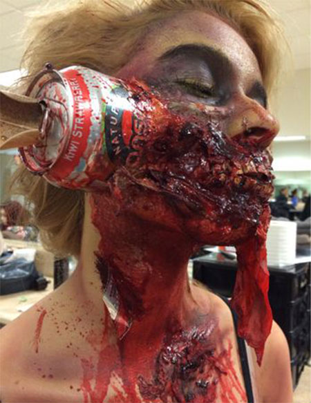 20-Zombie-Halloween-Make-Up-Looks-Trends-Ideas-For-Girls-2014-19