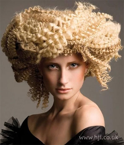 30-Crazy-Scary-Halloween-Hairstyle-Ideas-For-Girls-Women-2014-15