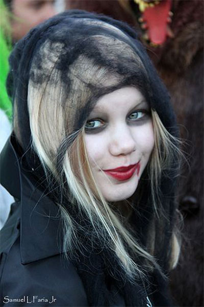 30-Crazy-Scary-Halloween-Hairstyle-Ideas-For-Girls-Women-2014-19