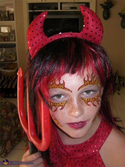 12-Scary-Halloween-Devil-Make-Up-Looks-Trends-Ideas-For-Girls-2014-3