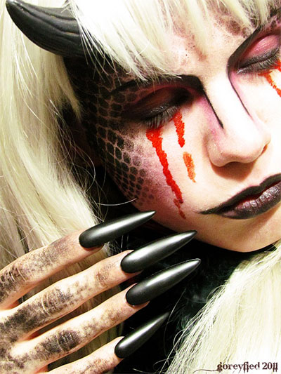 12-Scary-Halloween-Devil-Make-Up-Looks-Trends-Ideas-For-Girls-2014-9