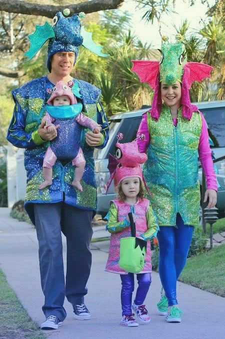20-Creative-Innovative-Family-Themed-Halloween-Costume-Outfit-Ideas-2014-10