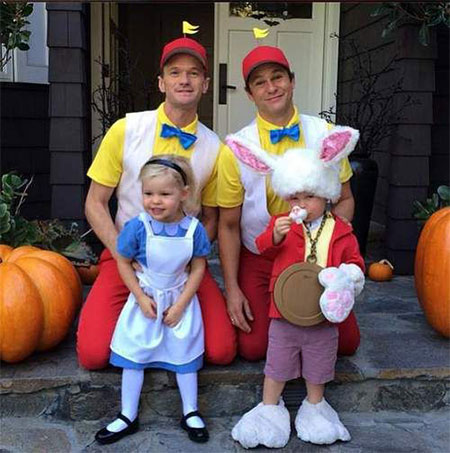 20-Creative-Innovative-Family-Themed-Halloween-Costume-Outfit-Ideas-2014-14