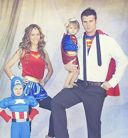 20-Creative-Innovative-Family-Themed-Halloween-Costume-Outfit-Ideas-2014-18