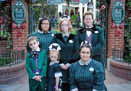 20-Creative-Innovative-Family-Themed-Halloween-Costume-Outfit-Ideas-2014-19