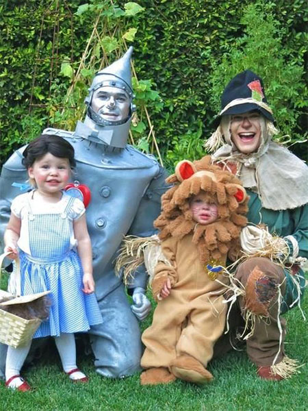 20-Creative-Innovative-Family-Themed-Halloween-Costume-Outfit-Ideas-2014-3