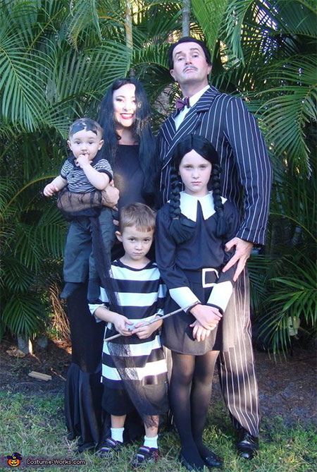 20-Creative-Innovative-Family-Themed-Halloween-Costume-Outfit-Ideas-2014-4