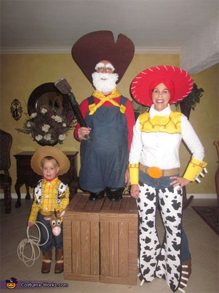 20-Creative-Innovative-Family-Themed-Halloween-Costume-Outfit-Ideas-2014-5