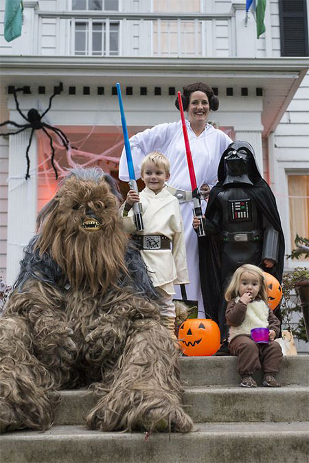 20-Creative-Innovative-Family-Themed-Halloween-Costume-Outfit-Ideas-2014-6