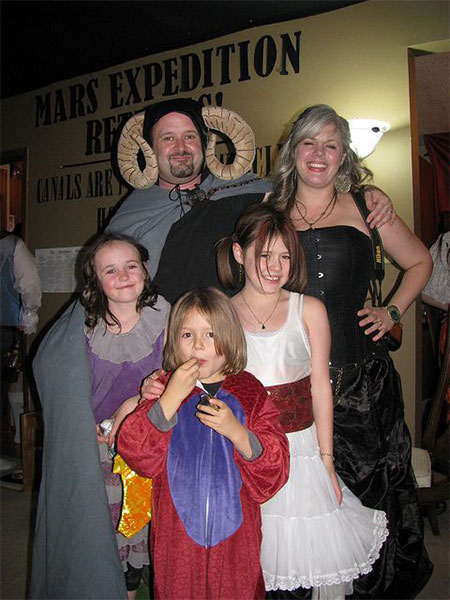 20-Creative-Innovative-Family-Themed-Halloween-Costume-Outfit-Ideas-2014-7