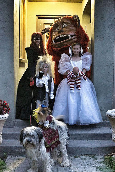20-Creative-Innovative-Family-Themed-Halloween-Costume-Outfit-Ideas-2014-9