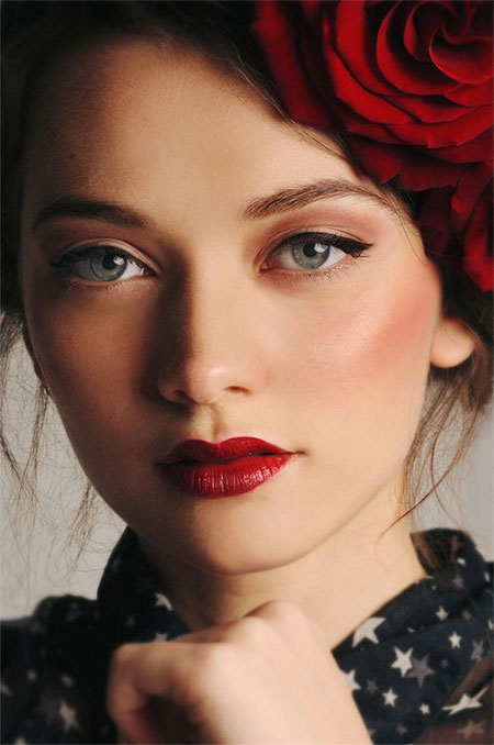 12-Christmas-Face-Make-Up-Looks-Ideas-Trends-Designs-For-Girls-2014-3