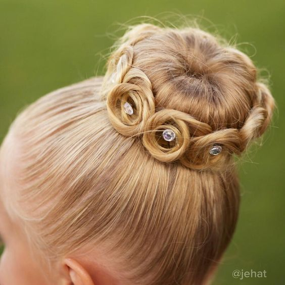 15+ Lovely Flower Hairstyles 2016 15