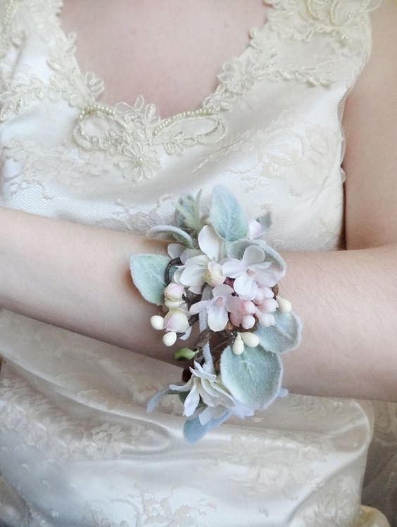 Pastel Corsages for Spring 2016 3