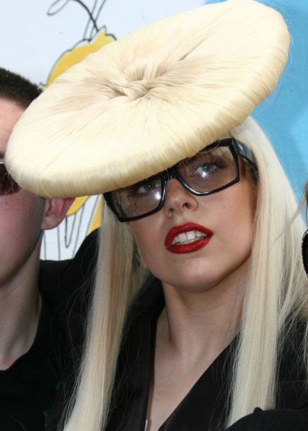 30 Pictures Of Lady Gaga Crazy Hairstyles, Wigs & Bow Hair