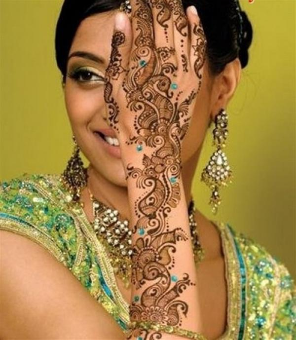 Beautiful Best Simple Easy Full Hands Bridal Mehndi Designs Patterns Girlshue Beautiful as well as delicate flower petals are drawn in the hand, such. easy full hands bridal mehndi designs