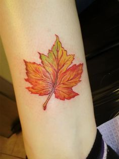maple-leaf-tattoos-for-autumn-2016-7