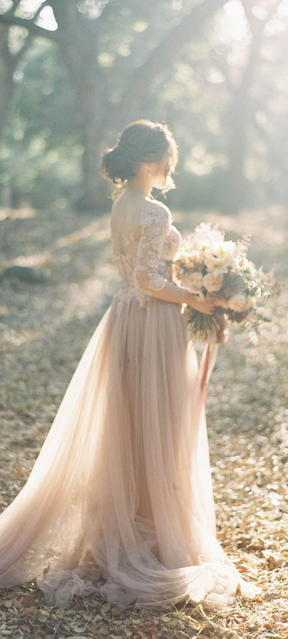 20-wedding-gowns-for-autumn-brides-2016-13