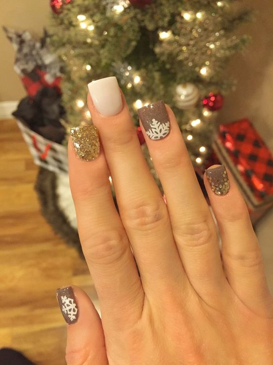 30-creative-snowflake-nail-art-ideas-2016-10