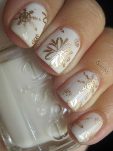 30-creative-snowflake-nail-art-ideas-2016-21