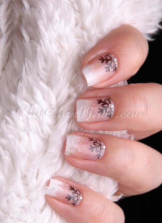 30-creative-snowflake-nail-art-ideas-2016-22