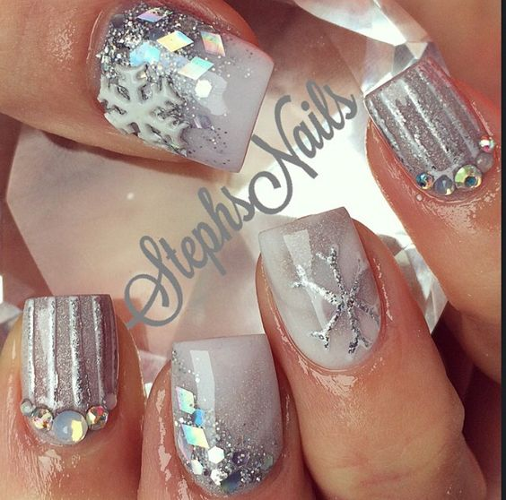 30-creative-snowflake-nail-art-ideas-2016-24
