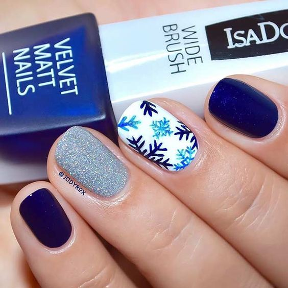 30-creative-snowflake-nail-art-ideas-2016-8