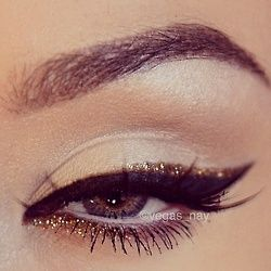 creative-christmas-eyeliner-ideas-2016-12